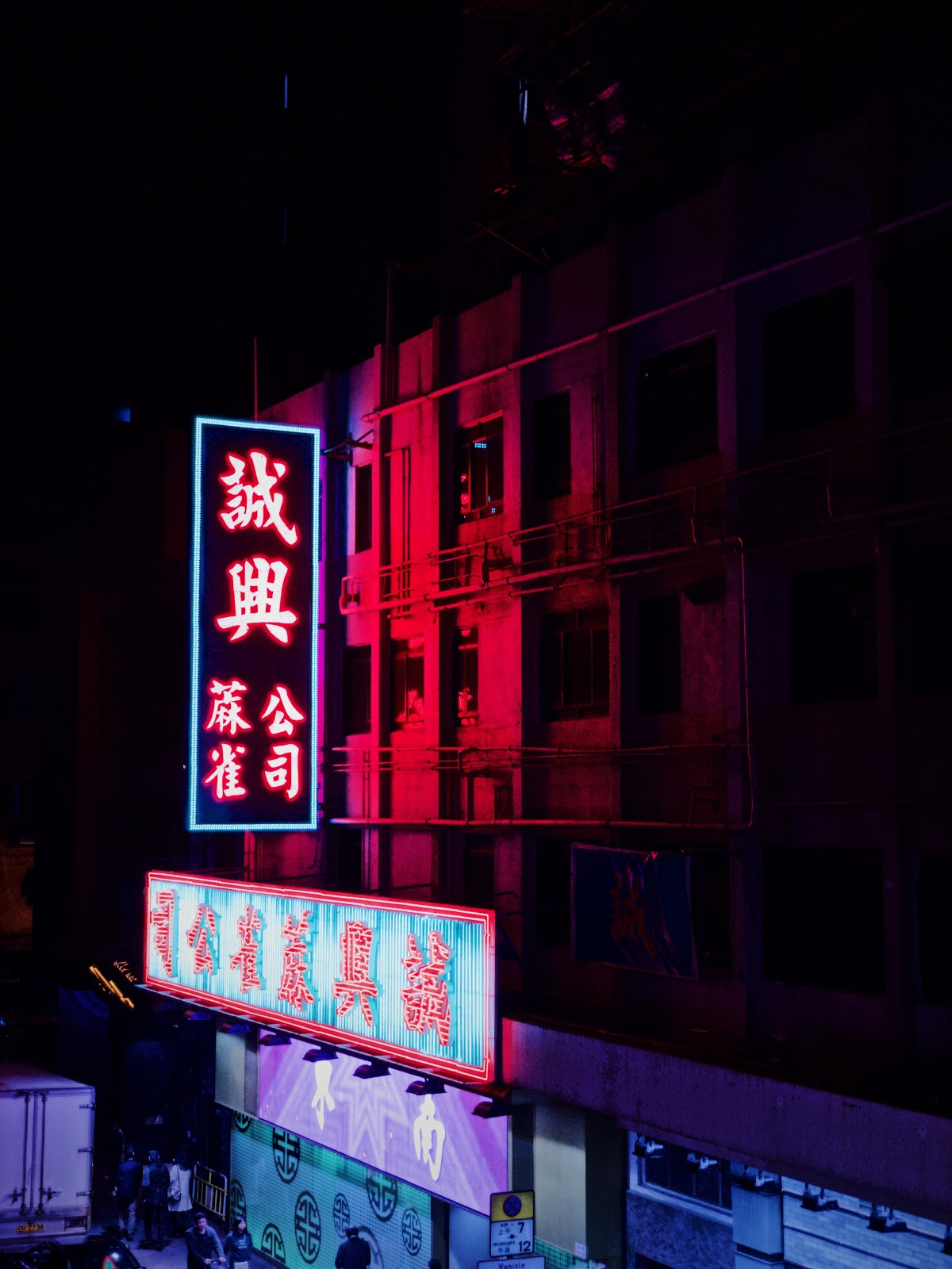 Make your photos pop with these 8 colorful ways to shoot neon signs ...